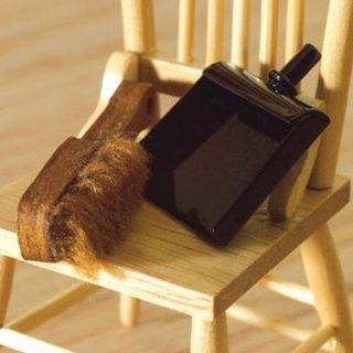 schaufel und besen im dresdner puppenhaus 3 70. Black Bedroom Furniture Sets. Home Design Ideas